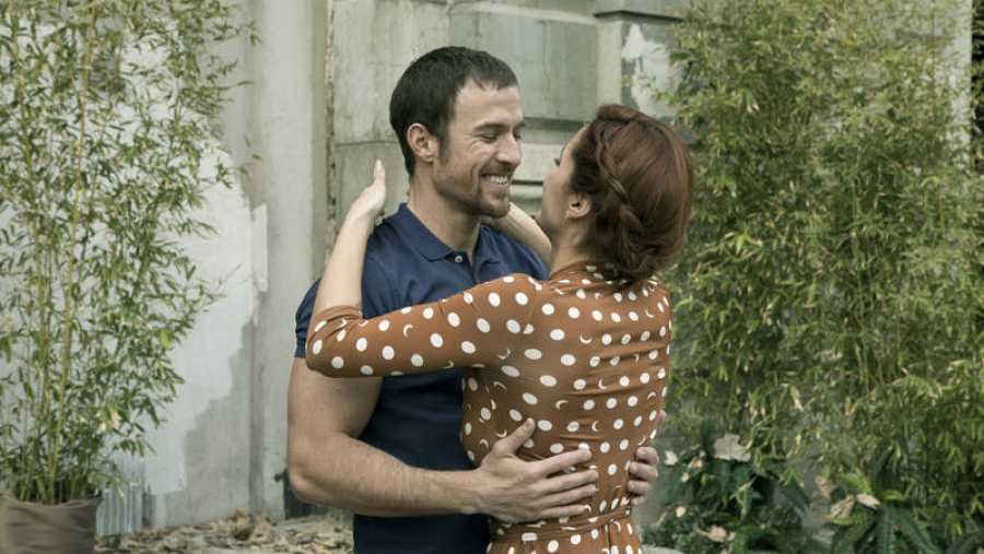 Michelle Calvó y Mario Plágaro interpretan a Chloe y Edrian