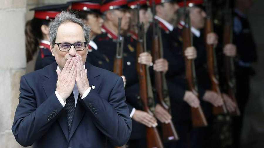 Torra sale del Parlament tras ser investido president de Cataluña.
