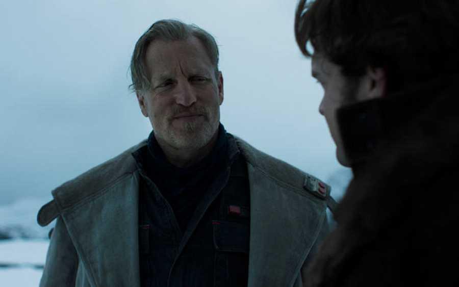 Woody Harrelson es el contrabandista Tobias Beckett