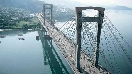 El puente de Rande forma parte de la Autopista del Atlántico que une A Coruña y Vigo
