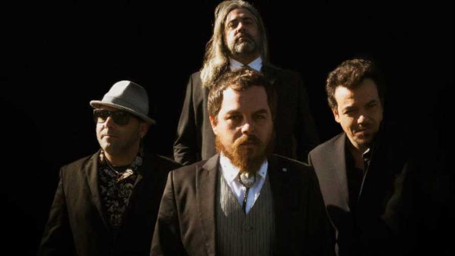 Barnatán, con su banda, en una imagen promocional