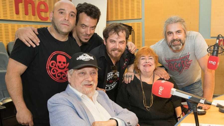 Jimmy Barnatán, con sus padres y su banda