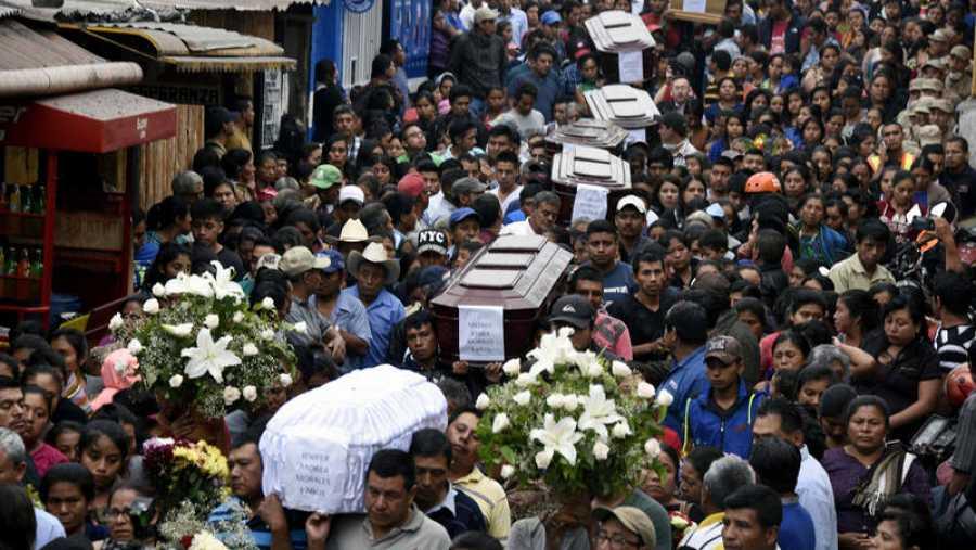 Funeral por las víctimas del volcán de Fuego en Alotenango, Guatemala