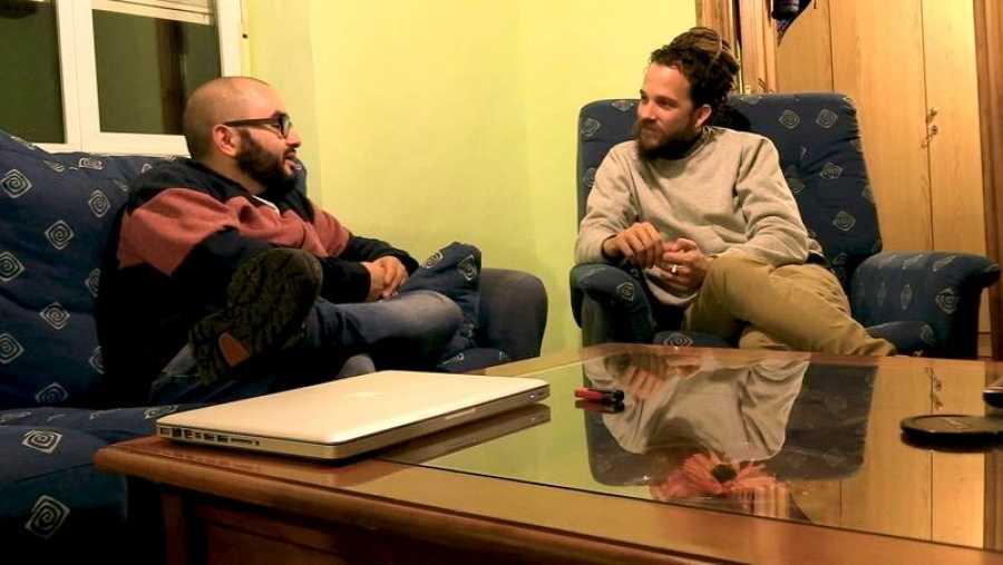 Ángel González conoce a Jorge Sierra en el último programa de 'Surfeando sofás'
