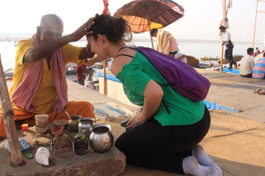 Cristina E. Lozano durante su viaje a la India
