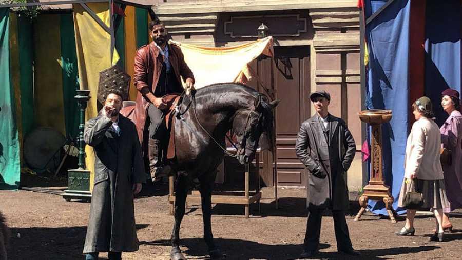 Álex García, a caballo en la presentación de 'El continental'