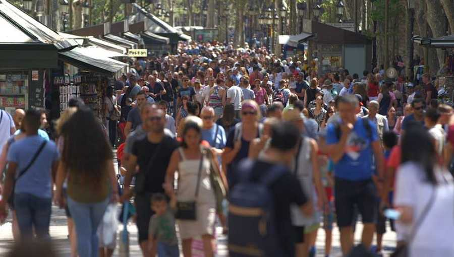Las ramblas de Barcelona suelen estar repletas de turistas