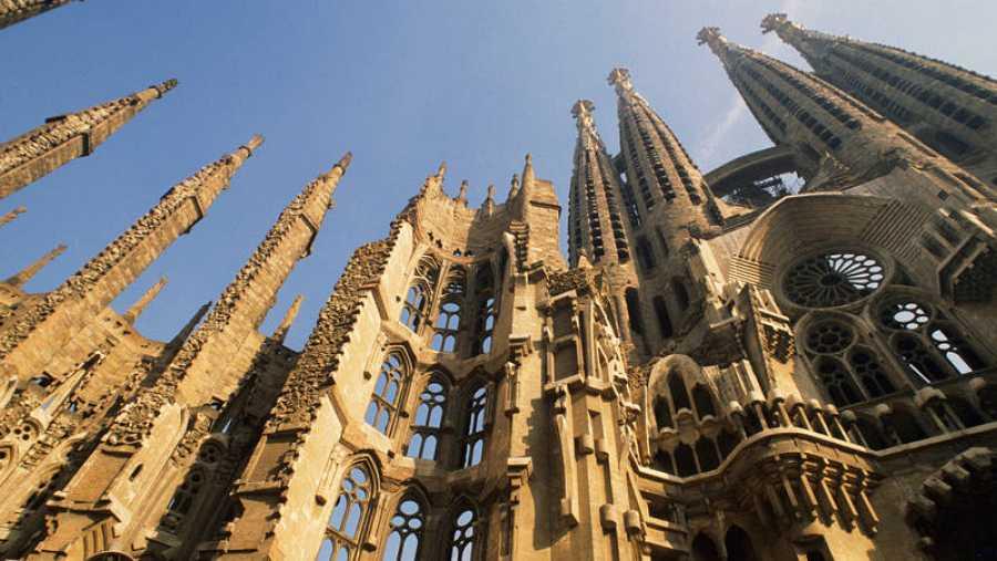 La Sagrada Familia, iniciada en 1882, todavía permanece en construcción