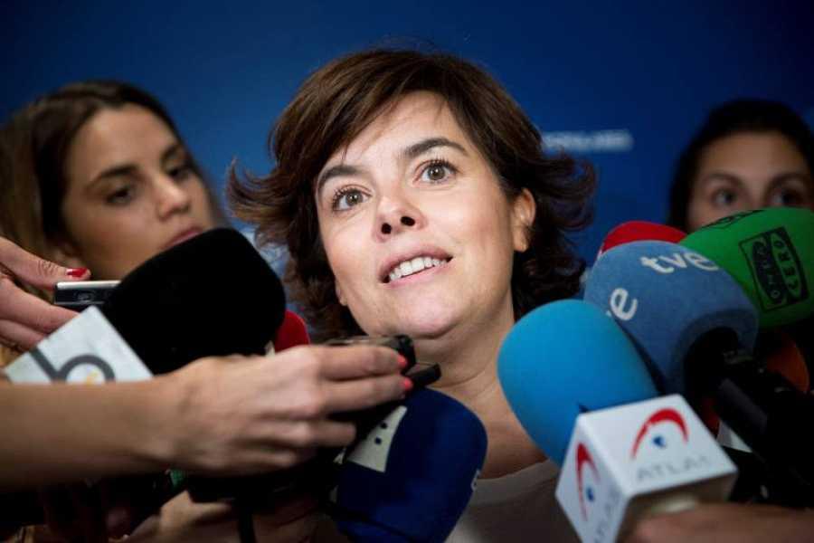 Soraya Sáenz de Santamaría atiende a los medios tras reunirse con la dirección de Nuevas Generaciones