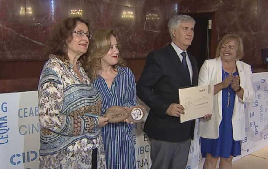 El programa de divulgación científica del Canal 24 horas 'Lab24¿ recogió la Medalla de Plata del Centro Superior de Investigaciones Científicas (CSIC), que reconoce su