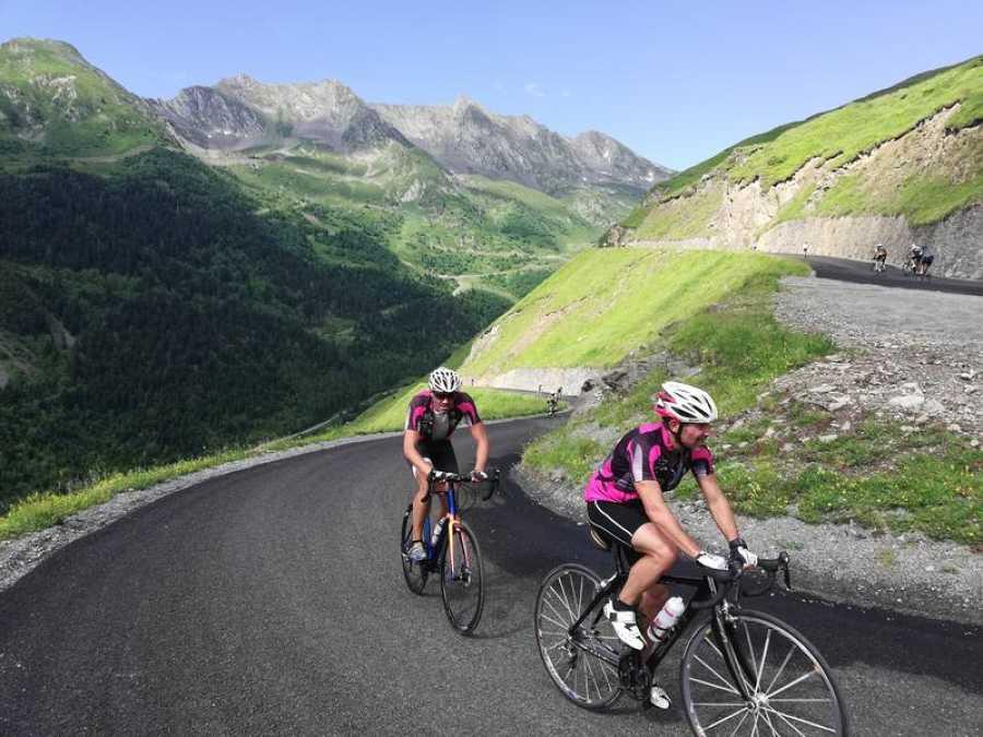 Cicloturistas ascienden el pasado domingo al Col du Portet (Saint- Lary-Soulan).