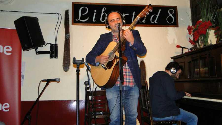 Tontxu empezó a cantar en el Café Libertad.
