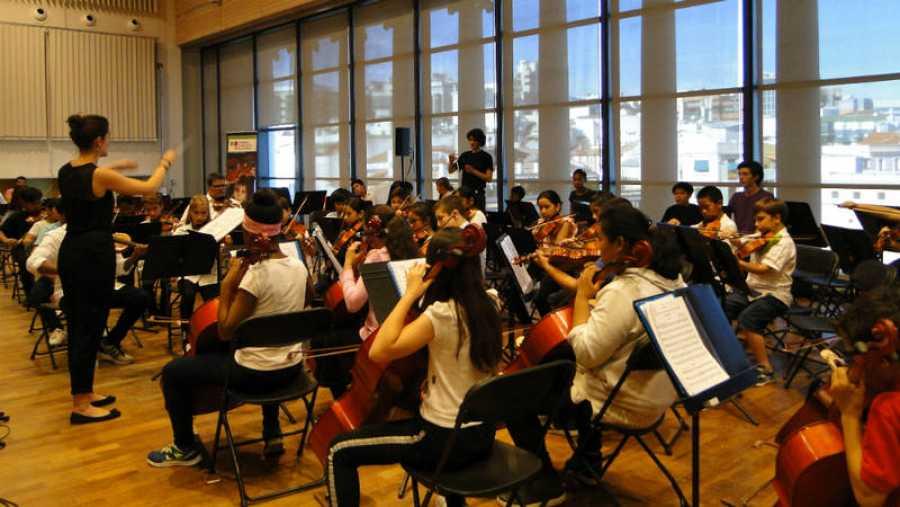 Niños y jóvenes de la Fundación Acción Social por la Música.