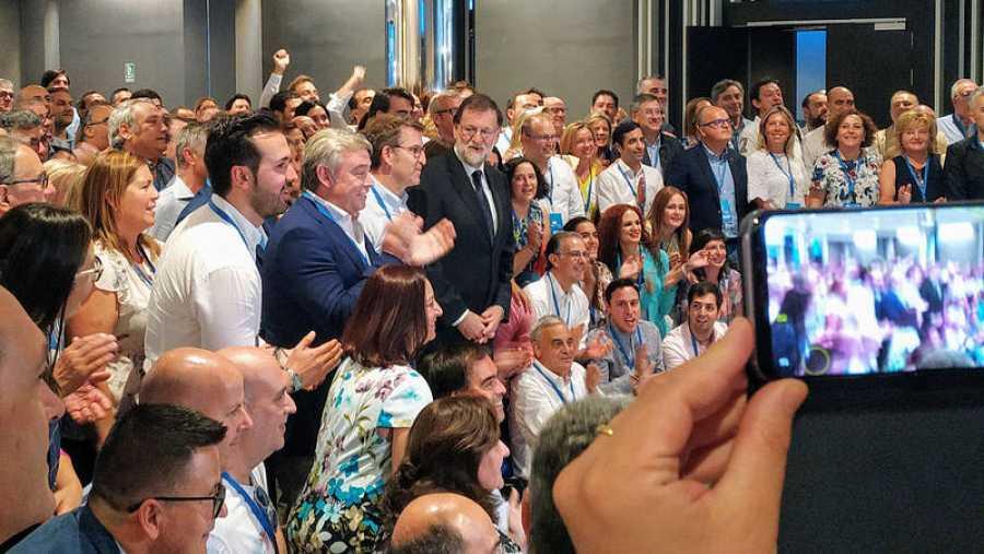 Rajoy, uno de los mas buscados para los selfies.