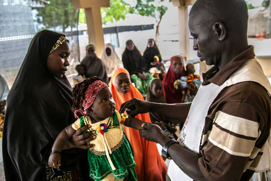 La inmensa mayoría de la población, sobre todo en Borno, depende de la ayuda humanitaria para subsistir. IGOR BARBERO / MSF