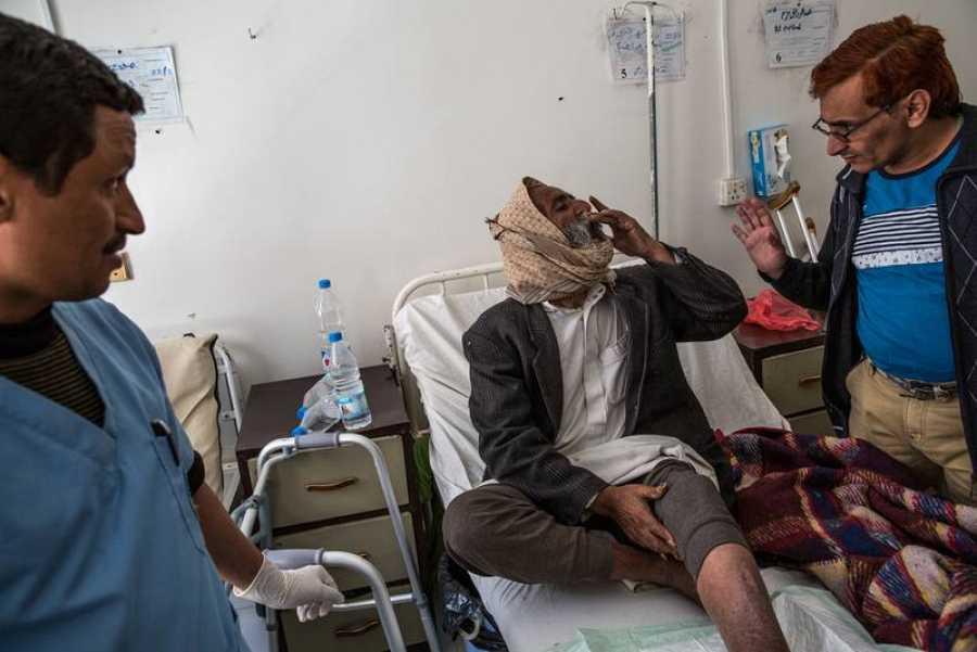 Visita médica a los pacientes del hospital de Jamer, otro centro gestionado por MSF en Sadaa