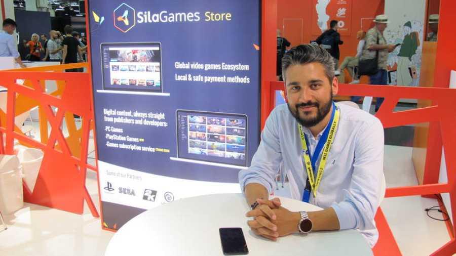Francisco Mosquera, en el estand de Sila Games en la Gamescom