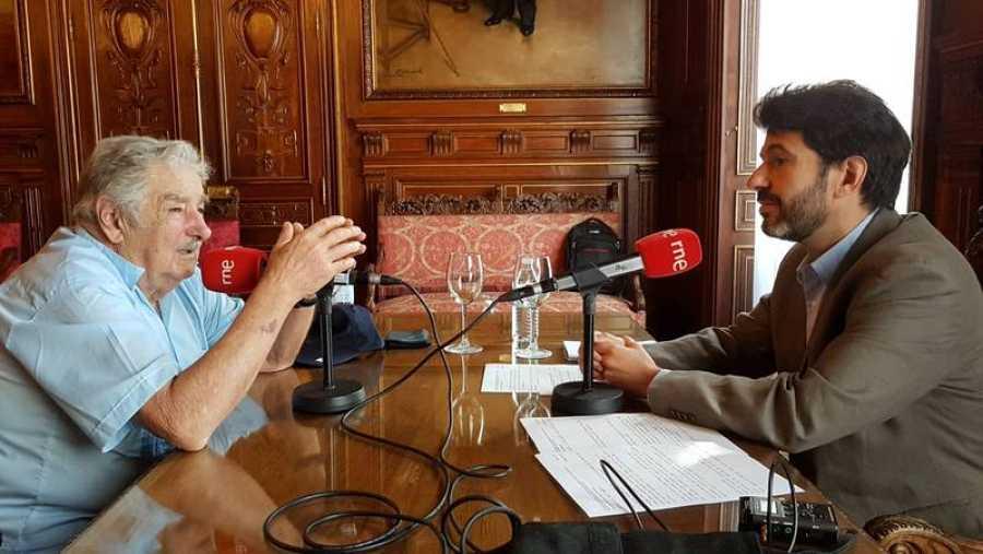El expresidente uruguayo José Mujica, durante la entrevista con 'Cinco continentes', de RNE