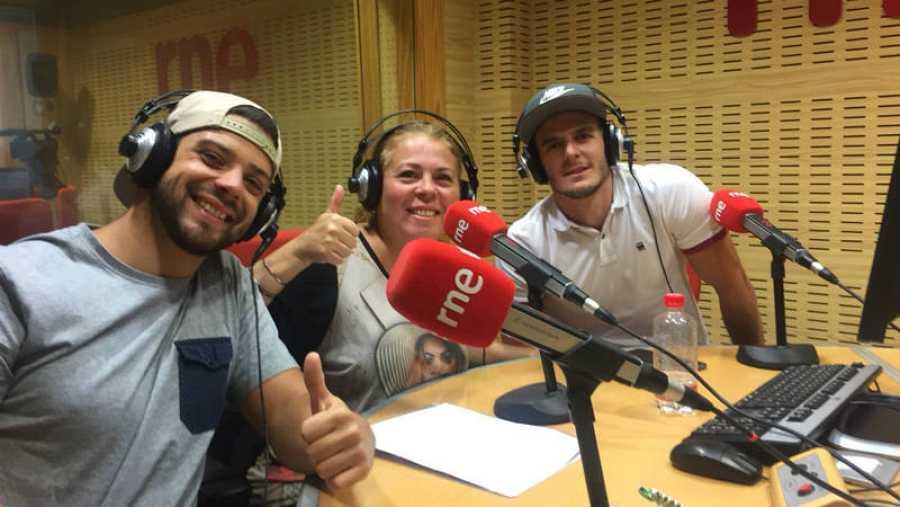 Luz Marina Moreno, de Salud Pública de Canarias, y Carlos Guerra y Jorge Vega, del Club MICalisthenics Gran Canaria.
