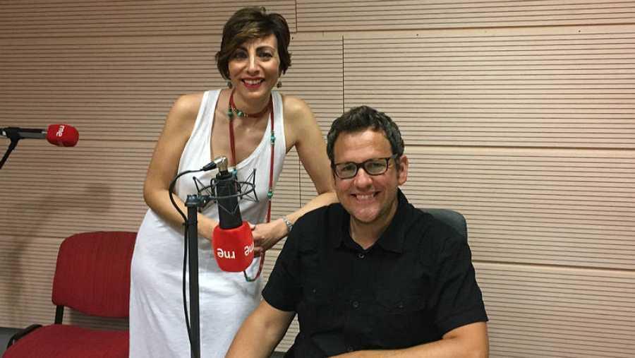 Mamen Asencio con Óscar Blanco, coordinador del III Foro de la Cultura de Burgos.