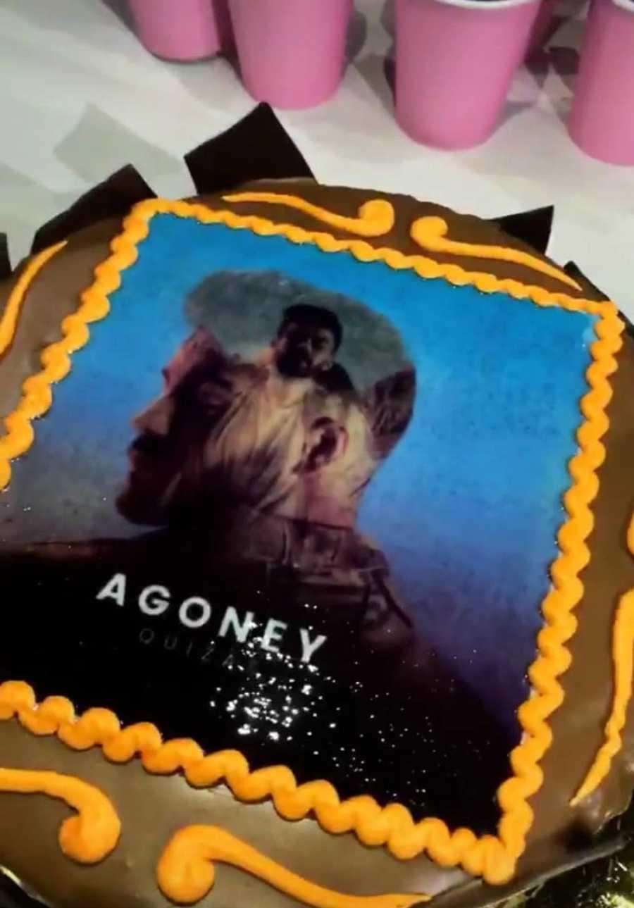 Agoney celebra el lanzamiento de
