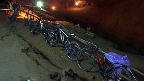 Bicicletas en la entrada de la cueva
