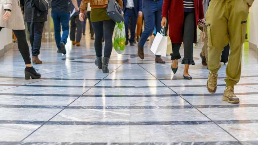 Clientes en un centro comercial