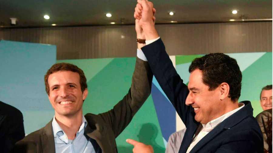 El líder del PP, Pablo Casado, junto el líder regional de Andalucía, Juan Manuel Moreno