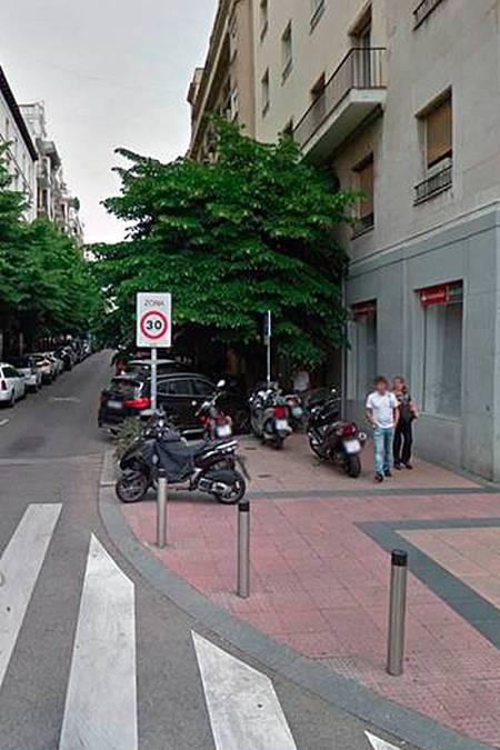 Paso de cebra al inicio de la calle Claudio Coello de Madrid