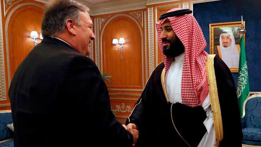 El secretario de Estado de EE.UU., Mike Pompeo, se reúne con el príncipe coronado Mohammed bin Salman bin Abdulaziz, en Riad. LEAH MILLIS / POOL / AFP
