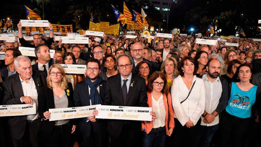 El presidente de la Generalitat, Quim Torra, y varios miembros de su Govern en la manifestación para reivindicar la libertad de los 'Jordis' en el aniversario de su encarcelamiento
