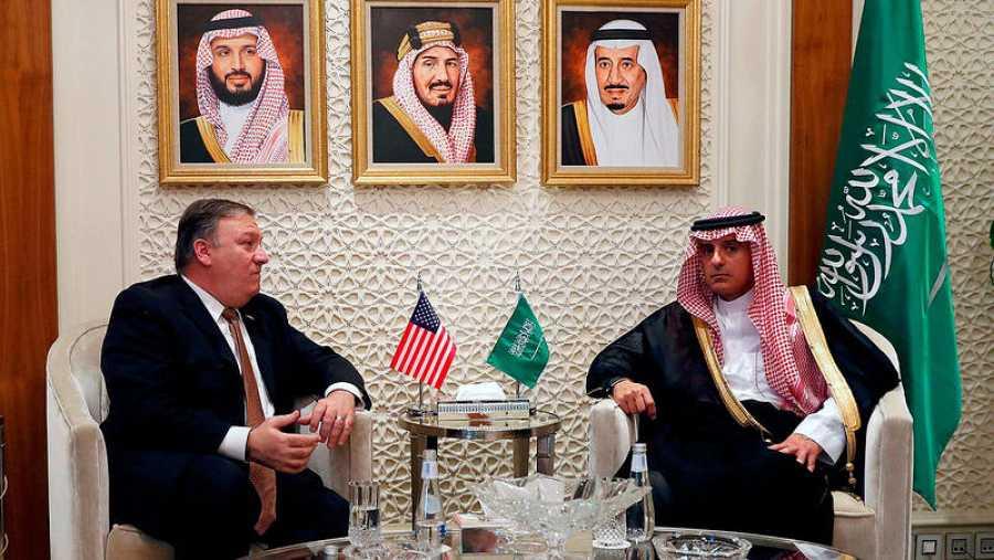 Imagen de archivo (16 de octubre) del secretario de Estado Mike Pompeo y el ministro de Asuntos Exteriores de Arabia Saudí, Adel al-Jubeir, en Riad. Foto: LEAH MILLIS / AFP