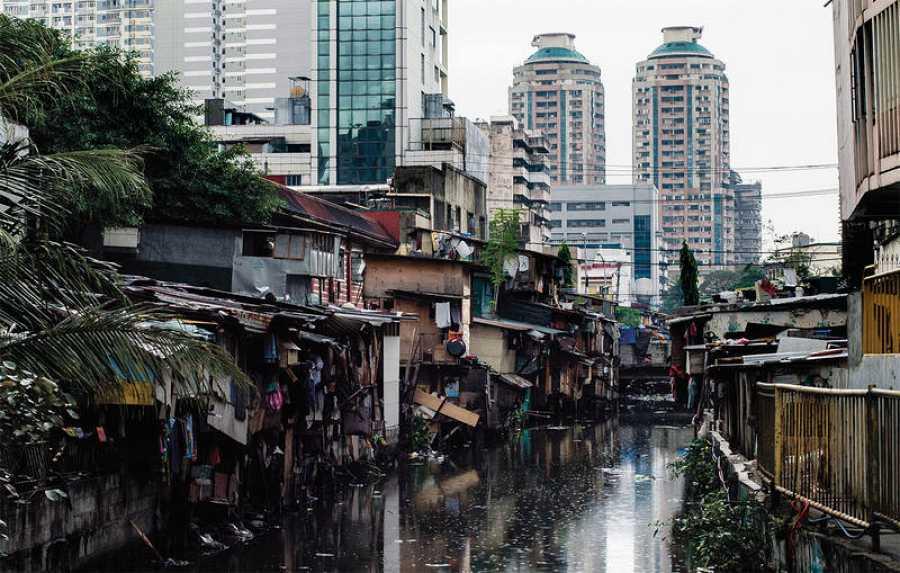 En la ciudad de Manila, en Filipinas, decenas de miles de jóvenes trabajan como moderadores de contenido, cuyo trabajo es eliminar el contenido ¿inapropiado¿ de la red. Ignoran o borran miles de imágenes y videos problemáticos.