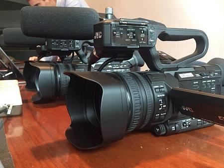 Las cámaras de la marca JVC se usan para el periodismo móvil por su versatilidad y su facilidad para  conectar con la red