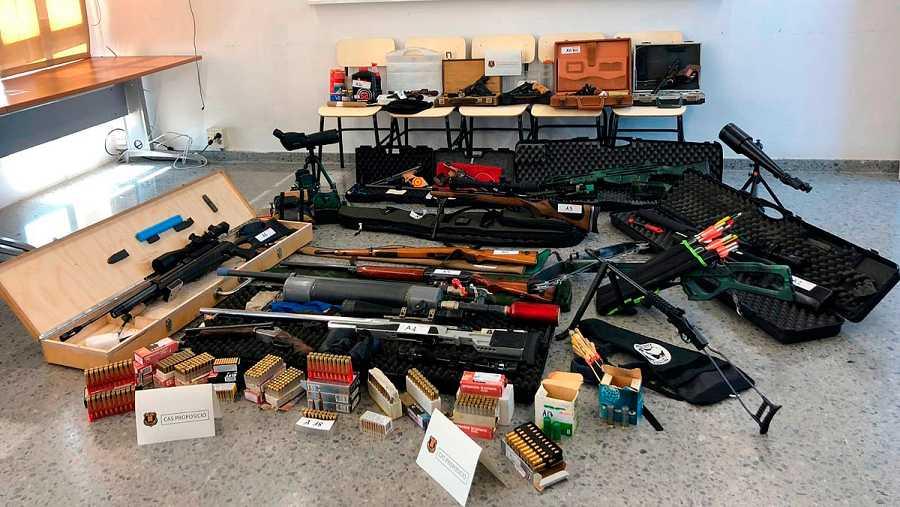 Armas encontradas en el domicilio del detenido