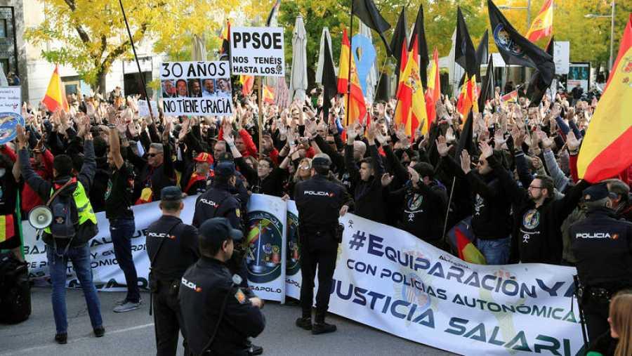 """Policías y guardias civiles piden la equiparación salarial """"sin trampa"""" con los cuerpos autónomicos ante el Congreso"""