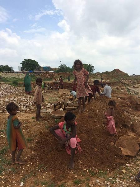 Todos los años miles de niños llegados de los rincones más remotos del país son víctimas del tráfico de personas en la India.
