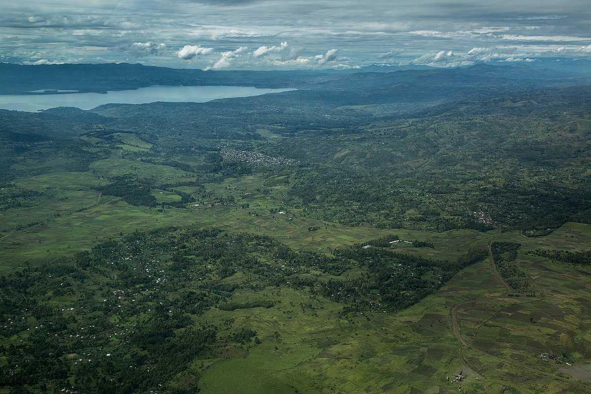 Vista aérea de la población de Bukavy a orillas del lago Kivu.