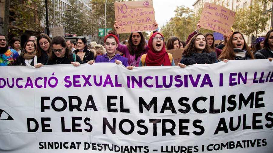 Manifestación en Barcelona con motivo del Día Internacional para la Eliminación de la Violencia contra las Mujeres