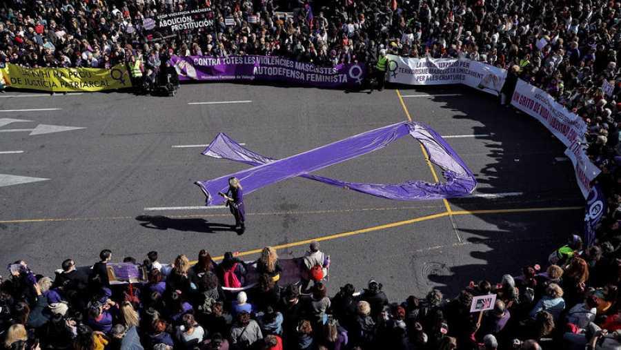 Miles de personas se manifiestan en el centro de Valencia