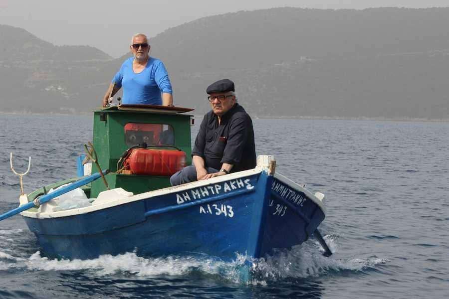 Javier Reverte en el viaje en barca hacia Ítaca
