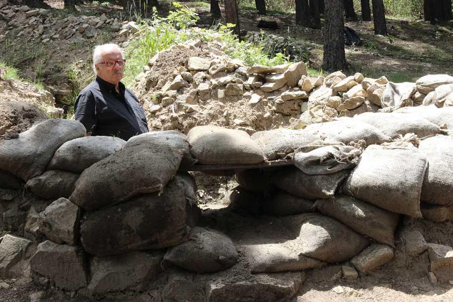 Javier Reverta visita las trincheras de la sierra de Guadarrama