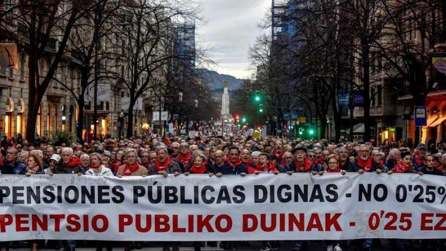 Miles de personas se han manifestado en Bilbao en demanda de unas pensiones públicas