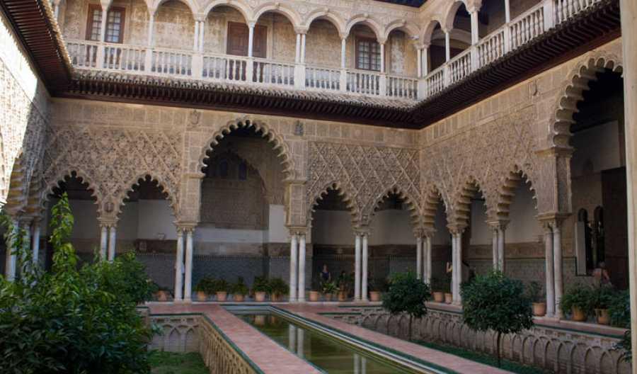 Los Alcázares de Sevilla han aparecido en varias series y películas: Juego de Tronos, Lawrance de Arabia, La Peste, entre otras