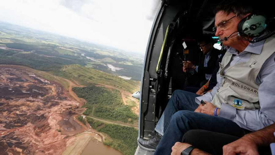 El presidente de Brasil, Jair Bolsonaro, ha sobrevolado la zona afectada en helicóptero