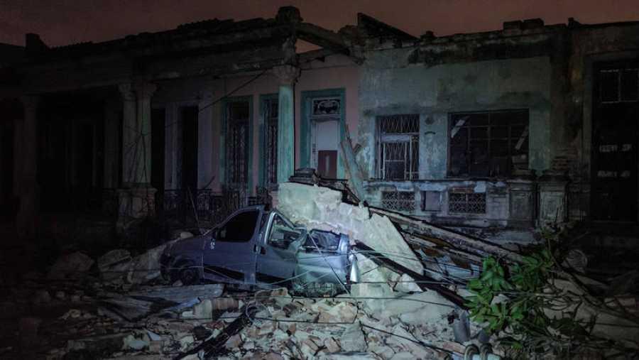 Un tornado golpeó varios vecindarios en La Habana durante la noche del 28 de enero, interrumpiendo la energía eléctrica y dañando edificios y autos