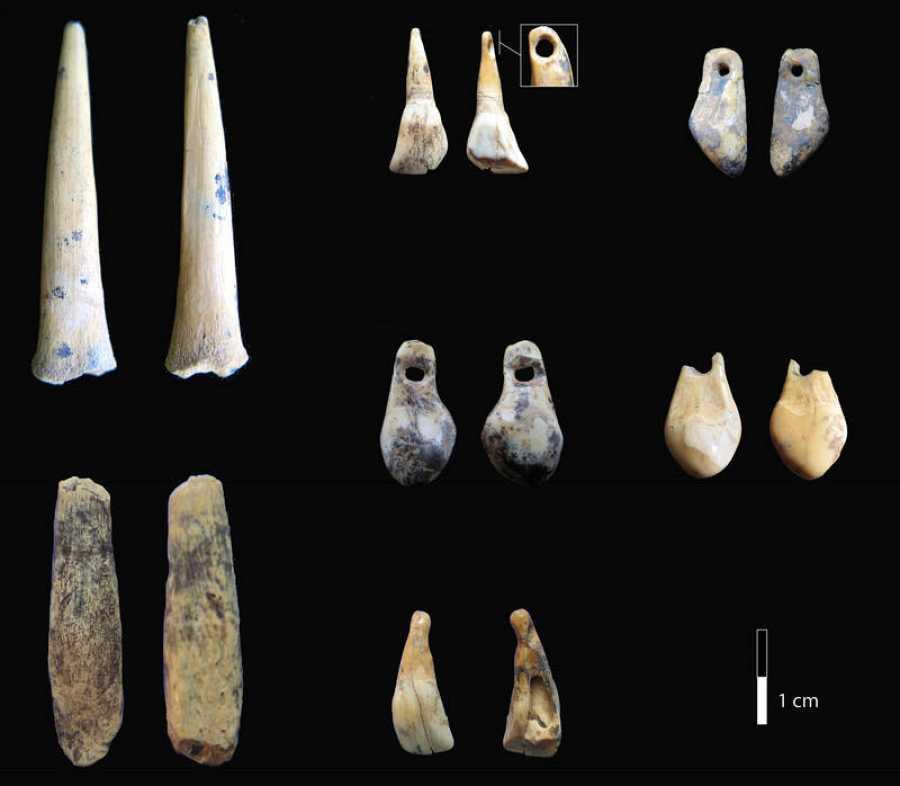 Restos humanos hallados en la cueva de Denisova.