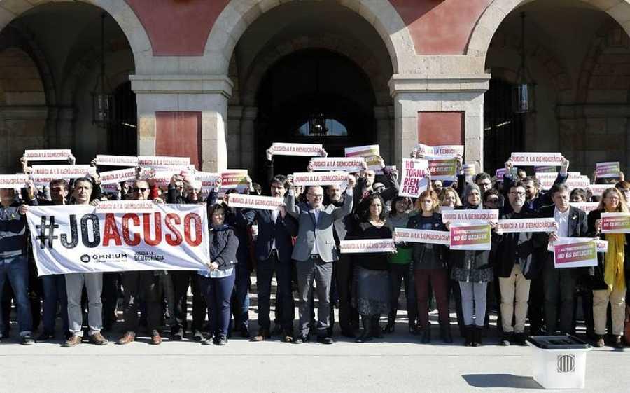 Diputados de JxCat, ERC, Catalunya en Comú Podem y la CUP y trabajadores del Parlament realizan un paro