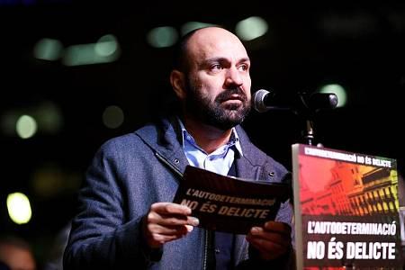 El vicepresidente de Òmnium Cultural, Marcel Mauri, durante la concentración contra el juicio del