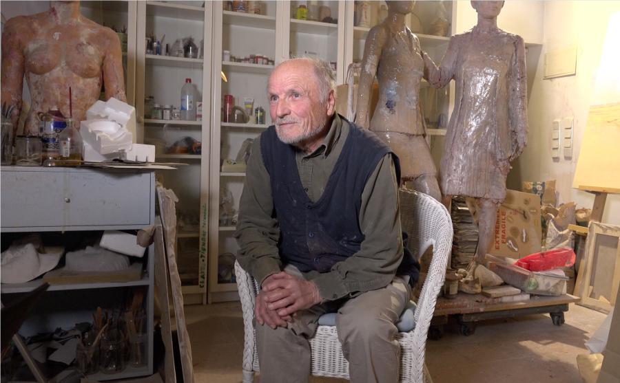 Imagen sobre Antonio López en su estudio